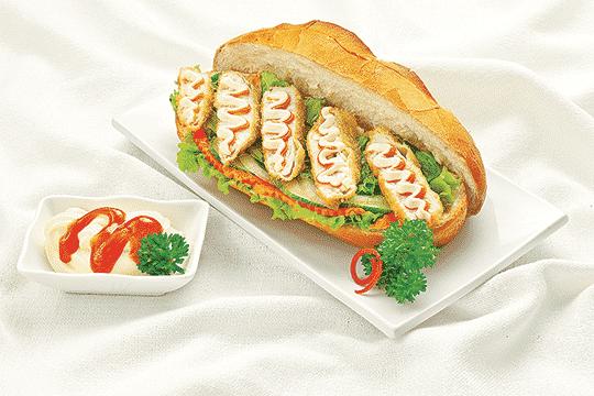Bánh mì kẹp cá chiên xù