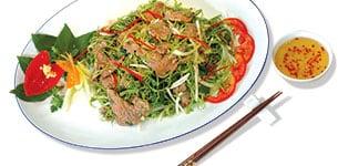 Thịt bò trộn rau muống chẻ