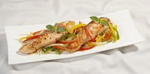 Salad cá hồi húng quế