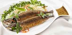 Cá nục chiên xốt mè Wasabi