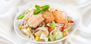 Salad mì Udon cá hồi