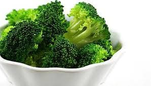 5 loại rau tuyệt đối tránh nấu chín
