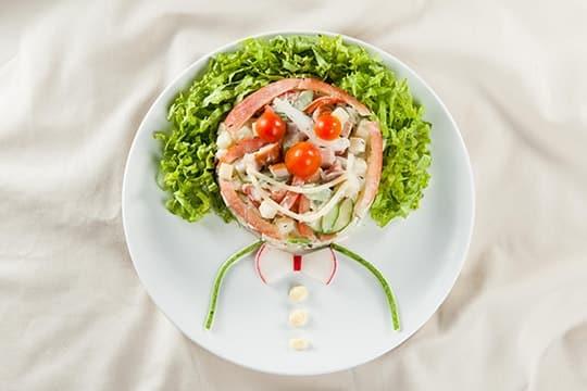 Salad dưa leo trộn xúc xích