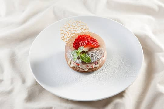 Pancake chocolate nhân kem dâu