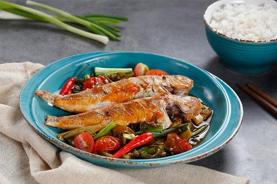 Cá đổng kho dưa cà