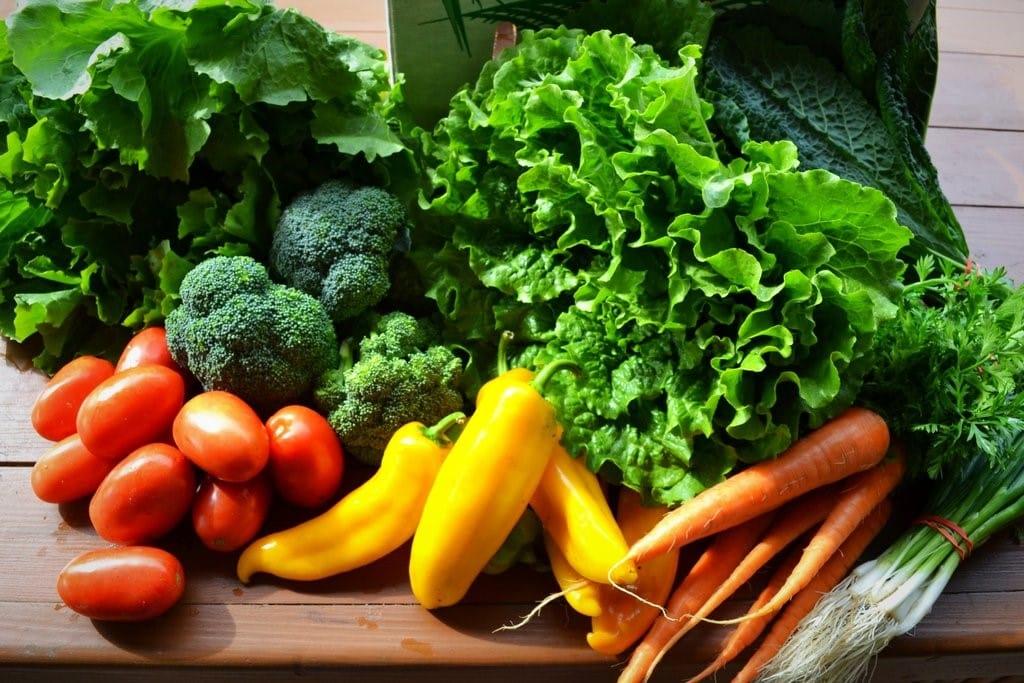 Những ai nên hạn chế ăn rau sống?