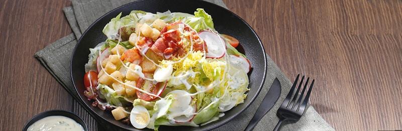 Salad thịt hun khói trứng cút