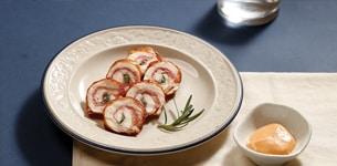 Gà cuộn bacon chiên lá hương thảo