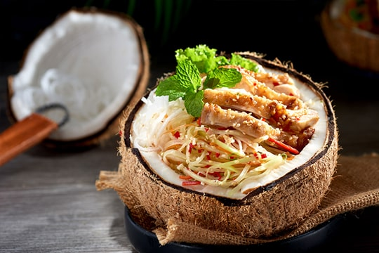 Gỏi gà nướng trái dừa