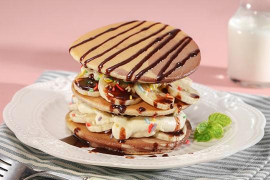 Pancake hai màu chuối socola