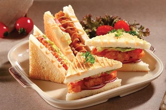 Sandwich kẹp chả tôm